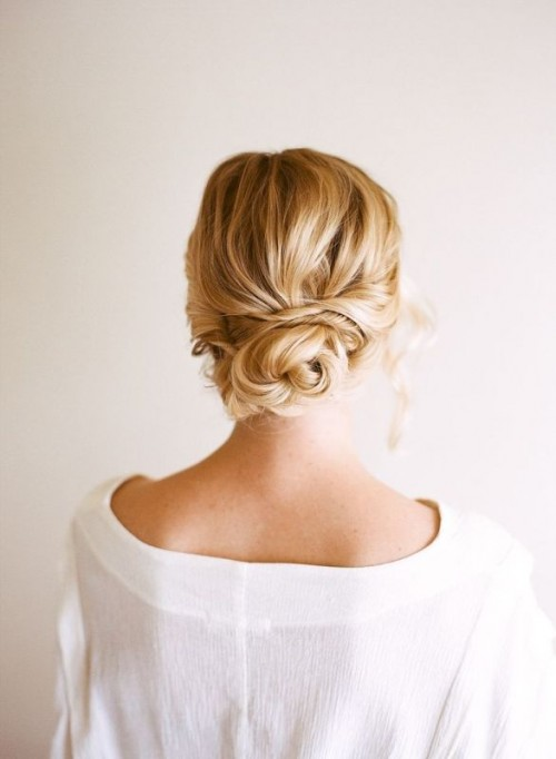 easy-and-beautiful-diy-low-bun-hairstyle-1-500x682 (1)