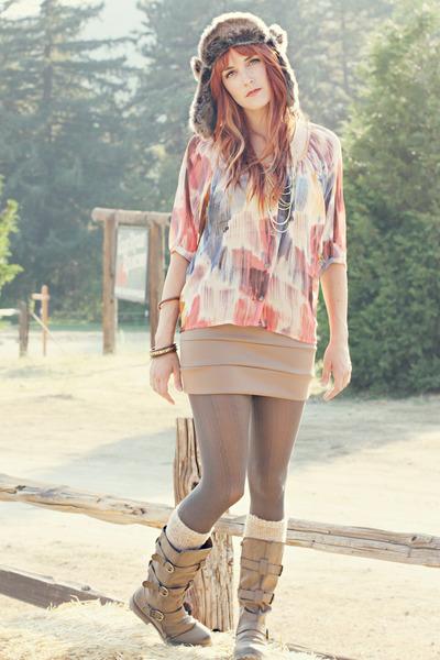 qupid-boots-nectar-hat-nectar-skirt-lush-blouse_400