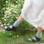 ダサくならない!シンプルな黒サンダルの靴下コーディネート15選
